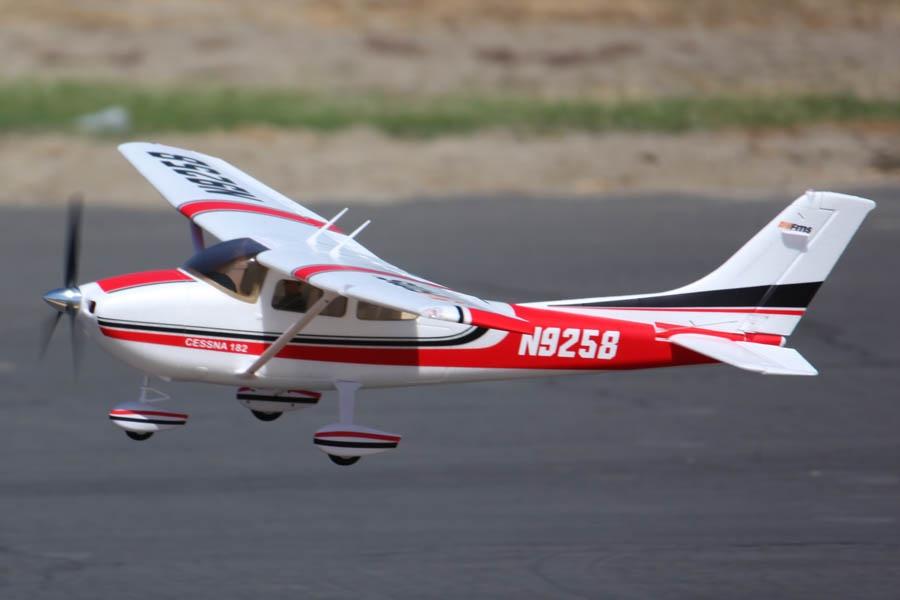 FMS Sky Trainer 182 RTF 2.4GHz Fernsteuerung - 140 cm